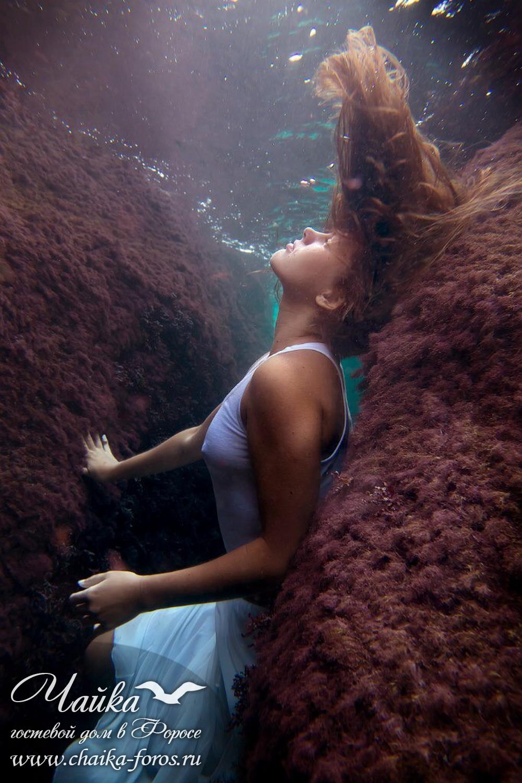 Фотосессия под водой в платье Форос Крым